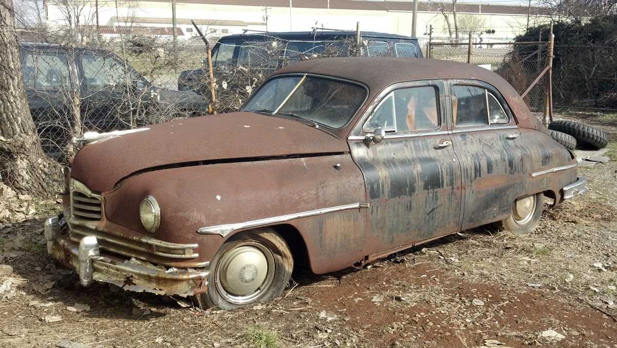 We buy Junk Cars @ Roscoe\'s. Check out our Junk Car Gallery & Rust Farm.