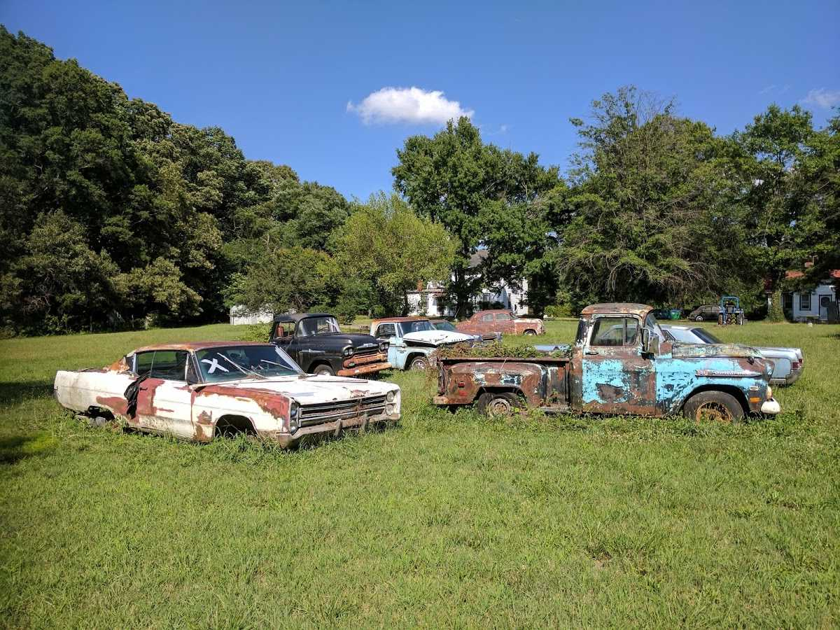 We buy Junk Cars @ Roscoe\'s. Check out our Junk Car Gallery & Rust ...